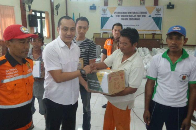 Baznas Semarang Bantu Sembako Korban Banjir Genuk