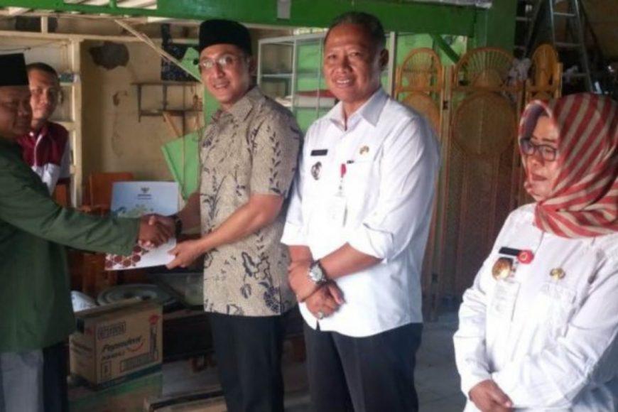 Baznas Kota Semarang Berikan Bantuan Ke Ponpes Nurun Najih Mangkang Yang Terbakar