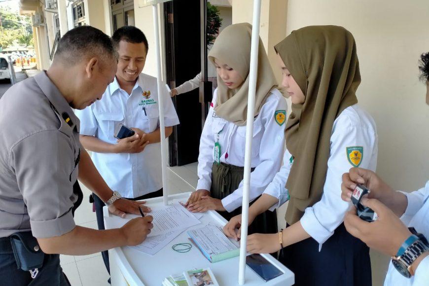 Pegawai Polrestabes Semarang Antusias Bayar Zakat Di Baznas